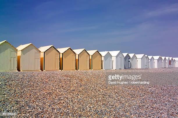 beach huts, cayeux sur mer, picardy, france, europe - オードフランス地域圏 ストックフォトと画像