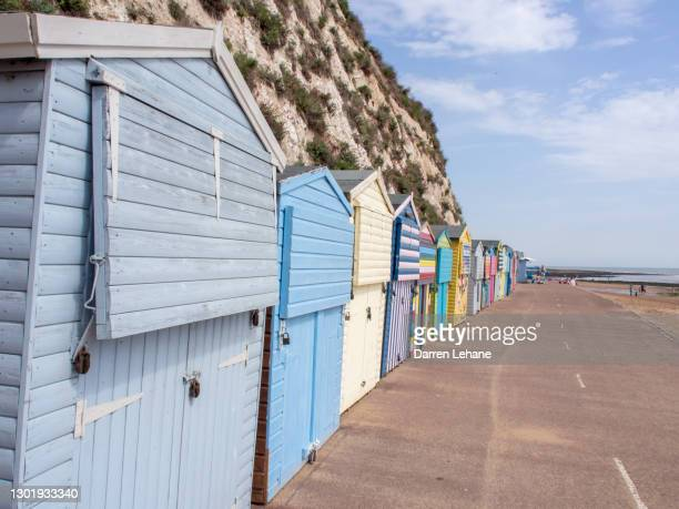 beach huts in broadstairs, kent - in a row stock pictures, royalty-free photos & images