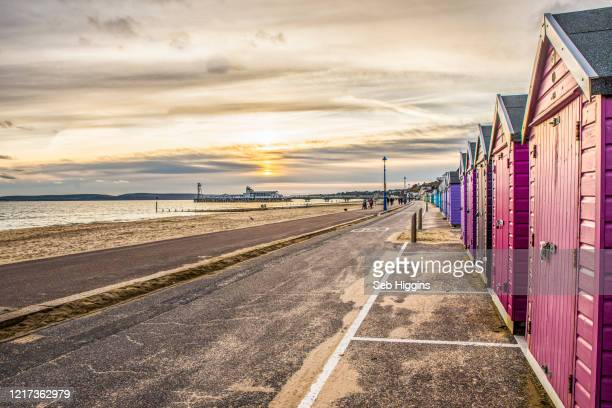 beach huts - bournemouth england stock pictures, royalty-free photos & images