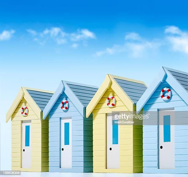 cabanes de plage - cabine de plage photos et images de collection