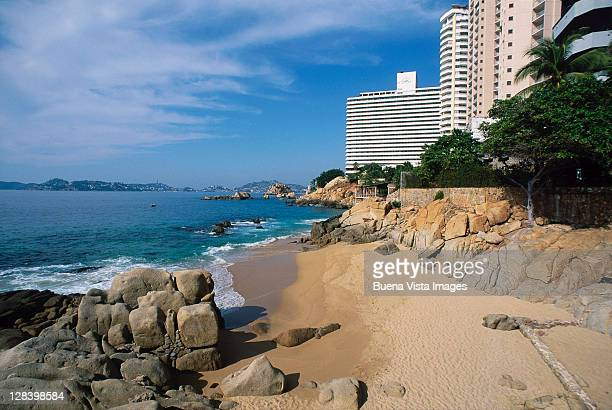 beach in acapulco, mexico - acapulco stock pictures, royalty-free photos & images