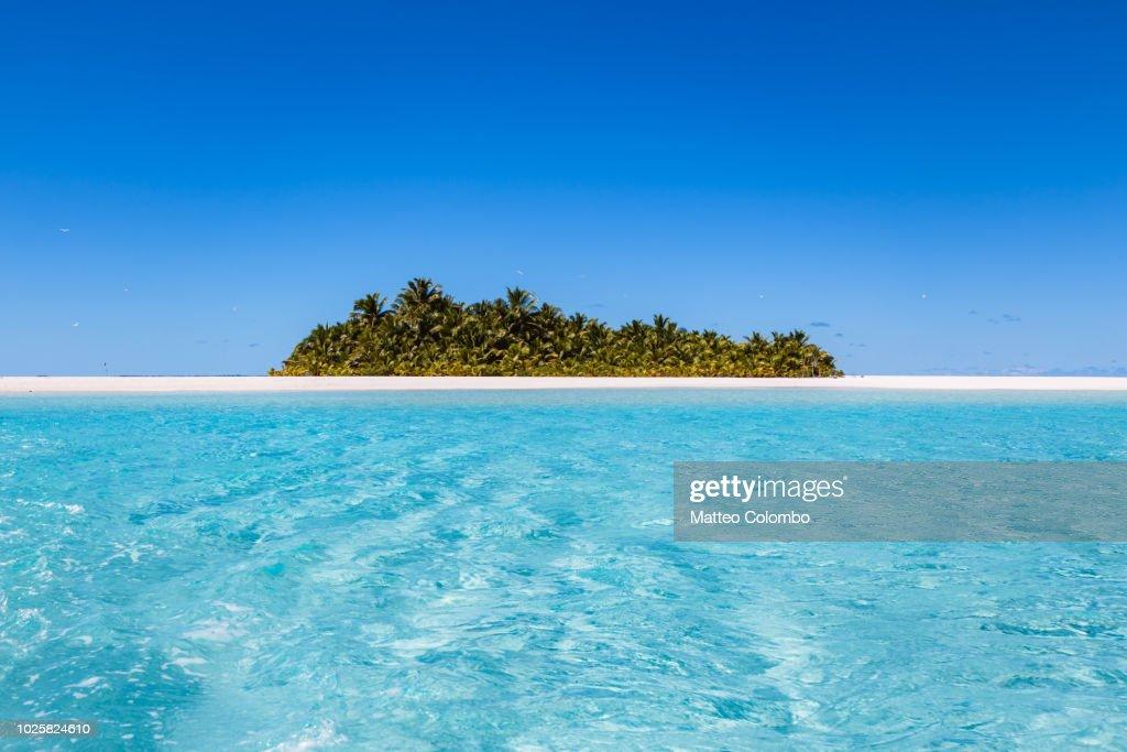 Beach in Aitutaki lagoon, Cook Islands : Stock Photo
