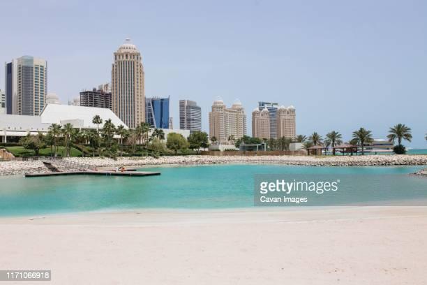beach in doha - doha photos et images de collection