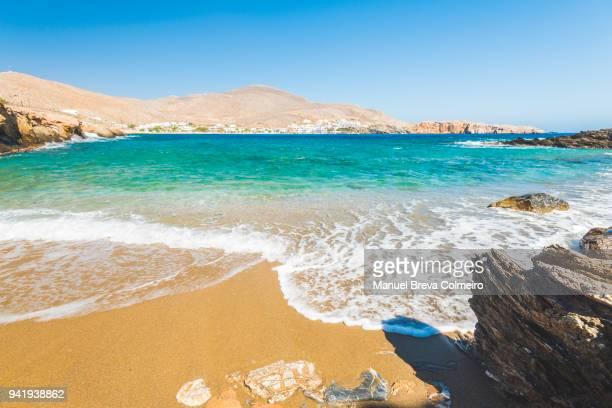 beach in folegandros - herpes zoster foto e immagini stock