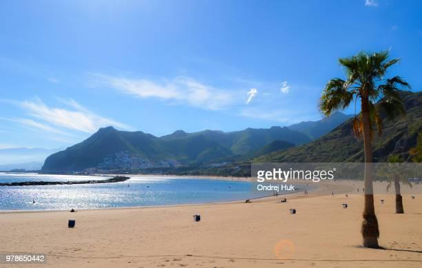 beach in holiday resort on sunny day, santa cruz de tenerife, tenerife, spain - isla de tenerife fotografías e imágenes de stock