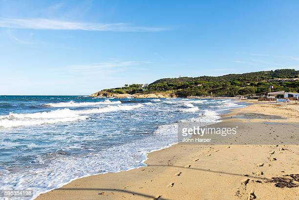 beach in st. tropez, france - st tropez stock pictures, royalty-free photos & images