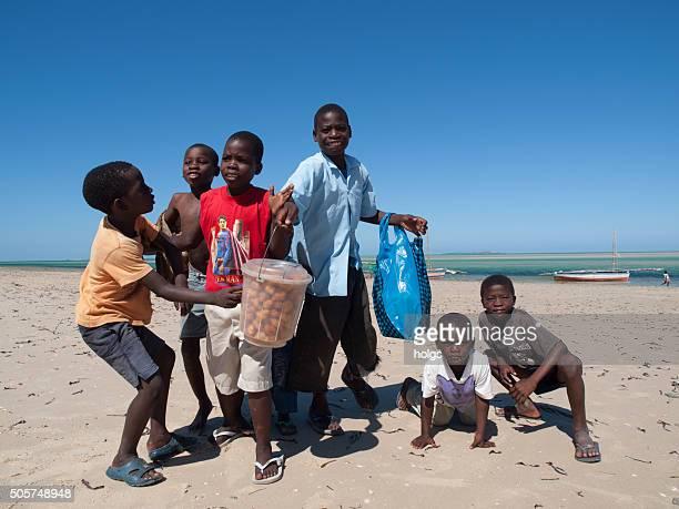 ビーチでヴィランクロス,モザンビーク - モザンビーク ストックフォトと画像