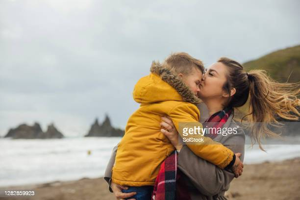 beach kisses - beach stock pictures, royalty-free photos & images