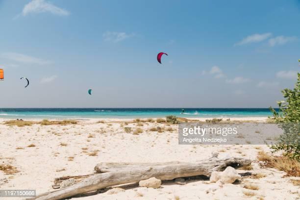 beach, kite surfing - カリブ海オランダ領 ストックフォトと画像