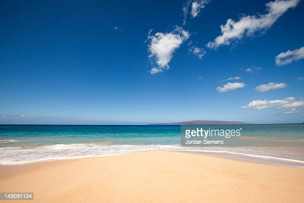 beach, ocean and clounds on tropical island. - water's edge stock pictures, royalty-free photos & images