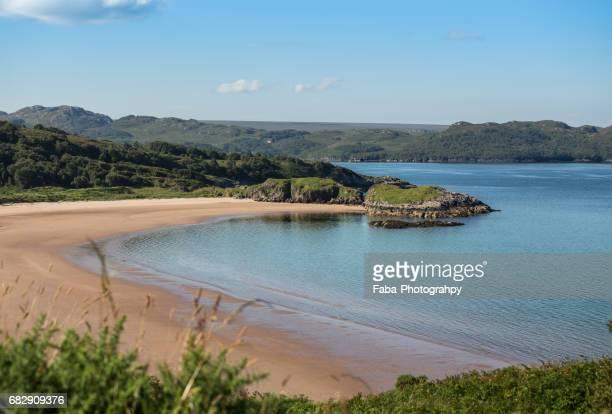 beach of gairloch scotland - küstenlandschaft fotografías e imágenes de stock