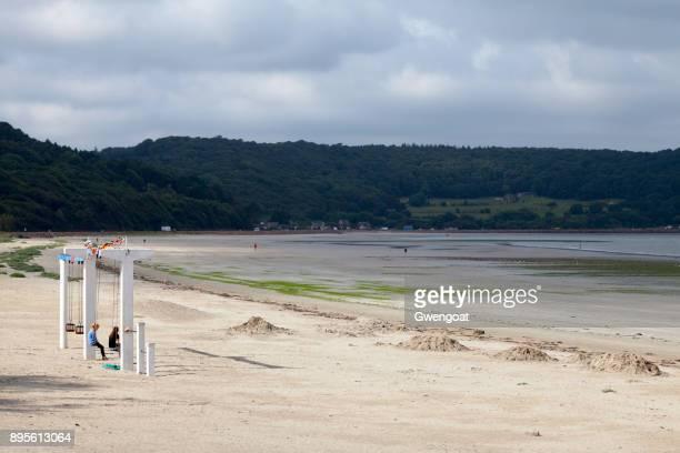 strand van saint-michel-en-grève in bretagne - gwengoat stockfoto's en -beelden