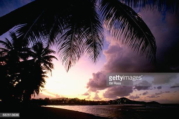 beach on st. thomas - paisajes de st thomas fotografías e imágenes de stock