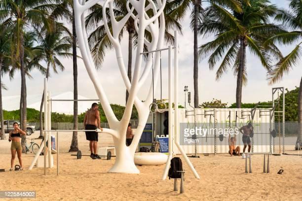 trilha de praia em south beach miami florida eua - usa - fotografias e filmes do acervo