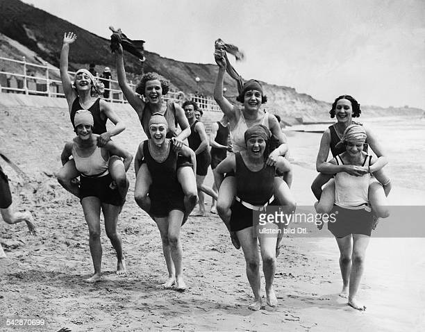 Beach pictures Bornemouth, Boscombe Beach: a group of women give themselves a piggyback ride - 1928 - Published by: 'Berliner Morgenpost' Vintage...