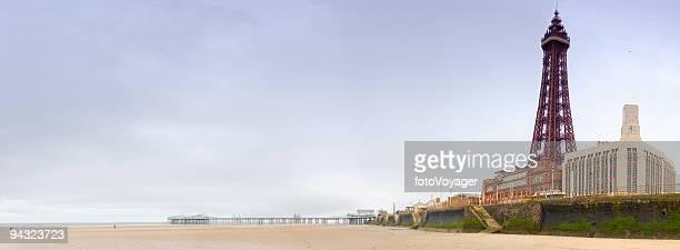 ビーチや桟橋、タワー - イングランド北西部 ストックフォトと画像
