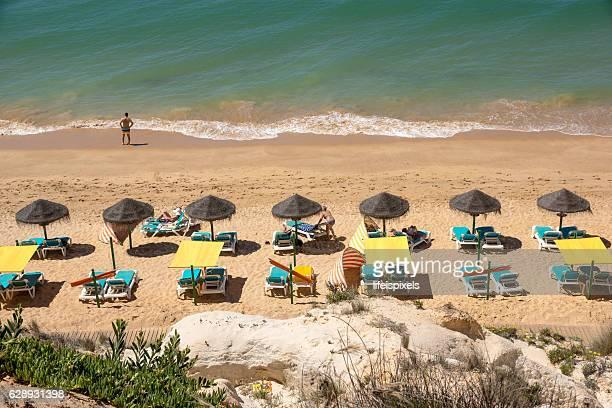 beach praia da falesia, vilamoura, algarve, portugal - lifeispixels stock pictures, royalty-free photos & images