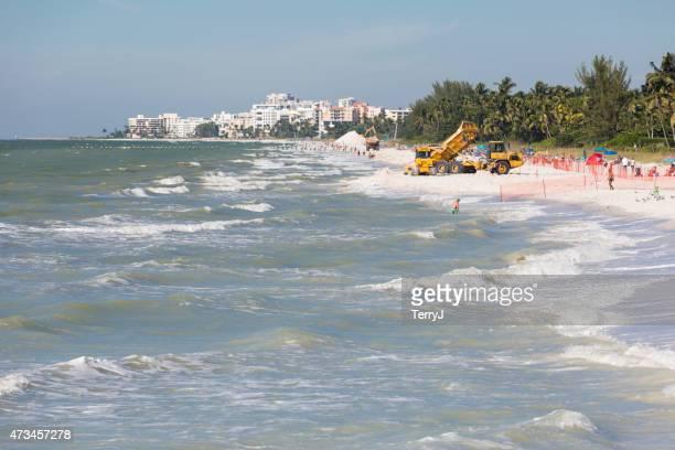 ハリウッドビーチの改装中で、フロリダネイプルズ - 浚渫 ストックフォトと画像