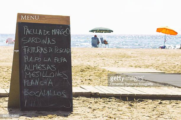 beach restaurant menu, public beach in andalusia (spain) - valencia spanje stockfoto's en -beelden