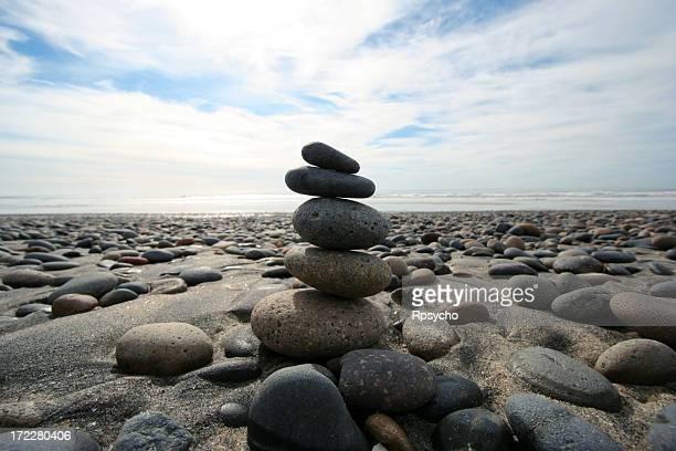 beach rocks - boeddhisme stockfoto's en -beelden