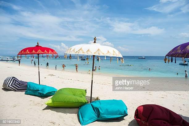 beach scene, gilli islands, lombok, indonesia - lombok fotografías e imágenes de stock
