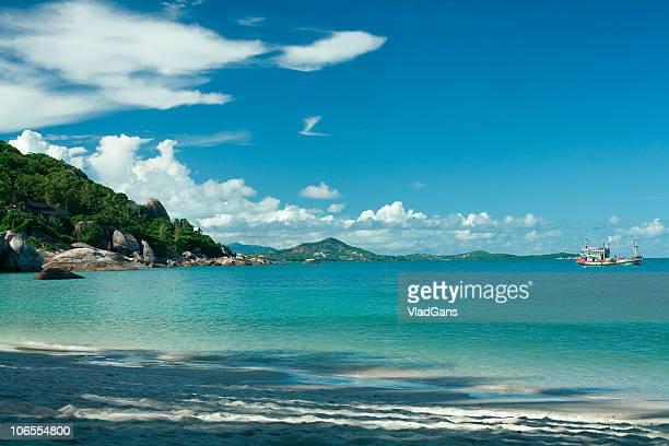 Strand, Meer, Himmel und Boot