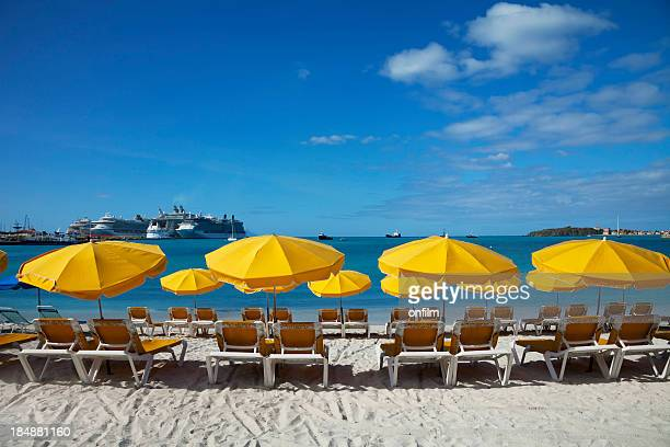 beach sun loungers and sunshades - philipsburg sint maarten stockfoto's en -beelden