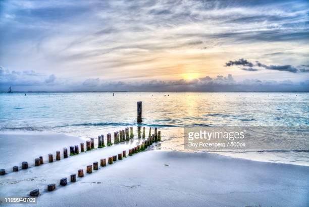 beach sunset, isla mujeres - mujeres fotos stockfoto's en -beelden