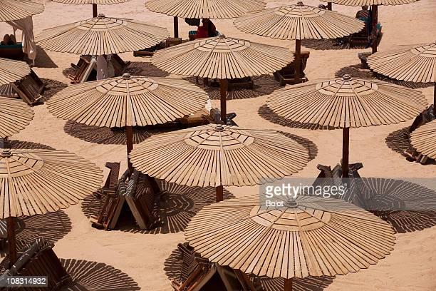 ombrelloni da spiaggia - sharm el sheikh foto e immagini stock