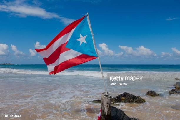 beach vacation in san juan, puerto rico - paisajes de puerto rico fotografías e imágenes de stock