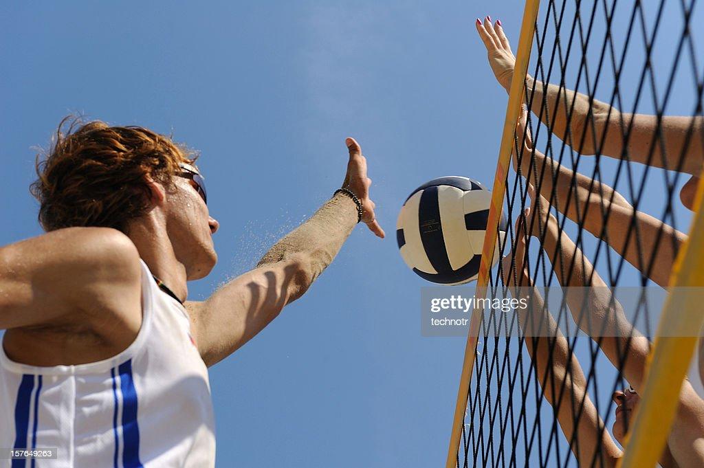 Beach-Volleyball action in der Luft schwebend : Stock-Foto