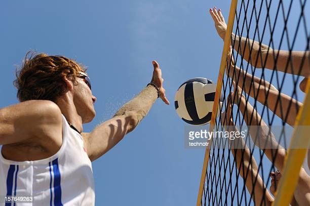 beach-volleyball action in der luft schwebend - strand volleyball stock-fotos und bilder