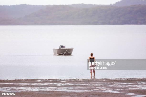 beach walk 2 - lianne loach foto e immagini stock