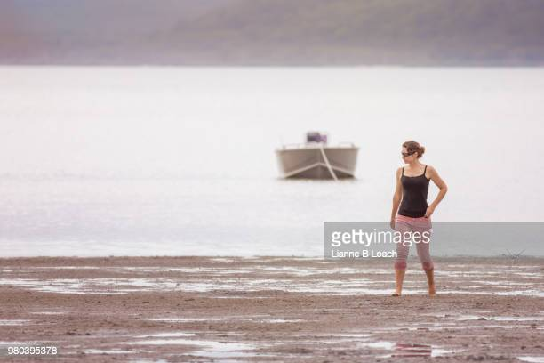 beach walk 9 - lianne loach foto e immagini stock