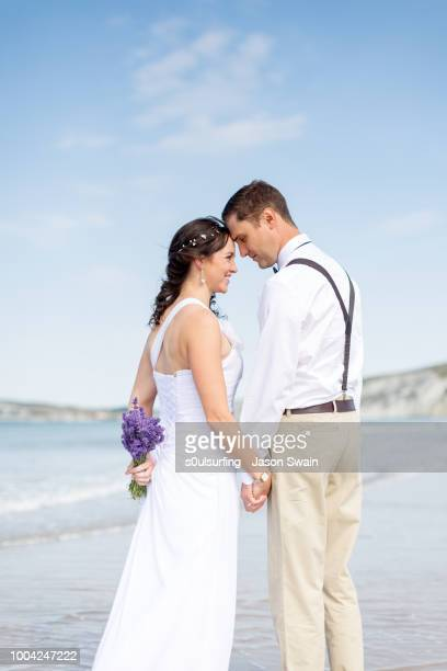 beach wedding couple. - s0ulsurfing stock pictures, royalty-free photos & images