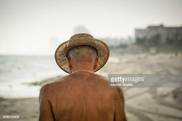 praia de inverno do dia - melanoma imagens e fotografias de stock