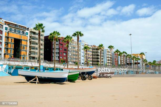 beach with boats in las palmas de gran canaria - las palmas de gran canaria stock pictures, royalty-free photos & images