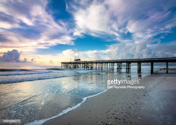 beach with pier florida usa sunrise - gulf coast states stockfoto's en -beelden