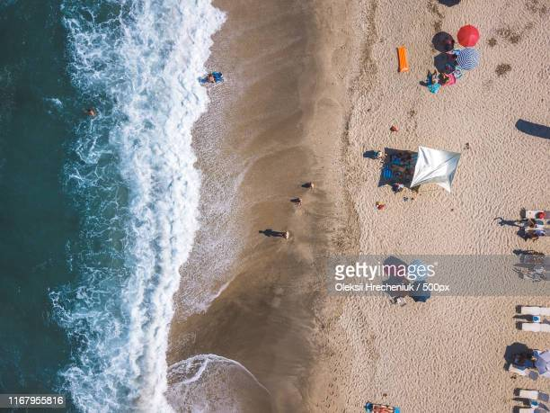 beach with sun loungers on the coast of the ocean - pelion stock pictures, royalty-free photos & images