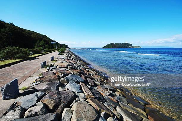 beach with waterbreak - 防波堤 ストックフォトと画像