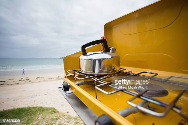 beachfront car camping in matauri bay. - kettle stock pictures, royalty-free photos & images