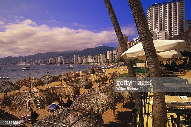 beachfront playa icacos, acapulco, mexico - acapulco stock pictures, royalty-free photos & images