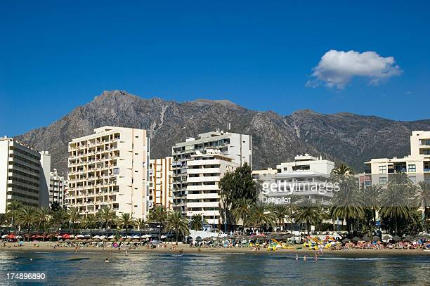 海岸沿いの眺めのリゾートホテルで、マルベラ(スペイン)。