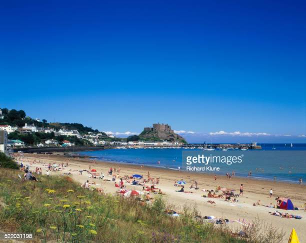 beachgoers relaxing in gorey - bay of water stock pictures, royalty-free photos & images