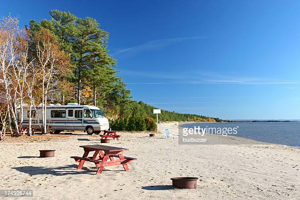 beachside summer rv vacations - buzbuzzer stock pictures, royalty-free photos & images