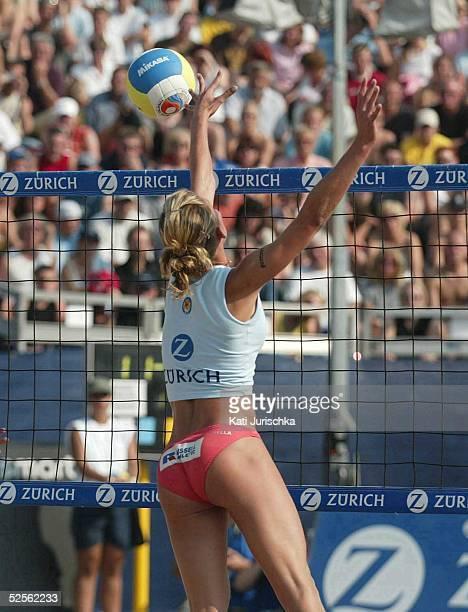 Beachvolleyball Deutsche Meisterschaften 2004 Timmendorf Finale POHL / RAU BRINKABELER / JURICH Hella JURICH 040904