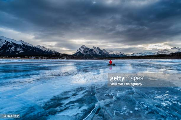 beacon | abraham lake, canadian rockies - canadian rockies stockfoto's en -beelden