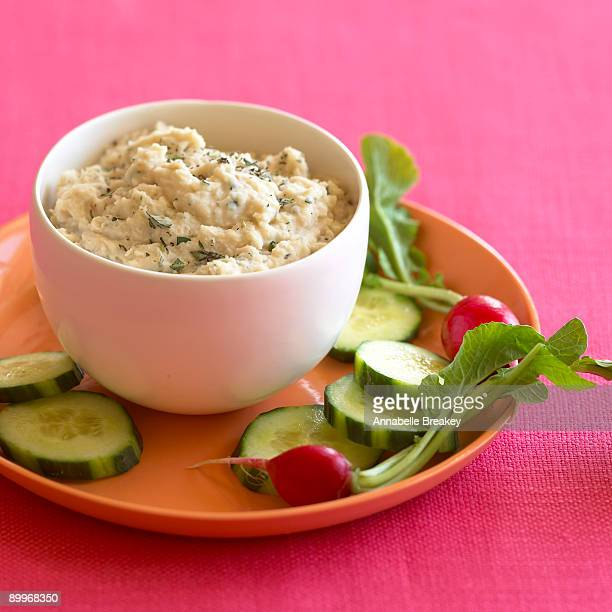 Bean dip with garlic and white beans