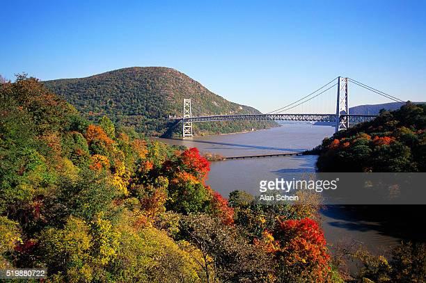 bear mountain bridge and autumn trees - bear mountain bridge stock pictures, royalty-free photos & images