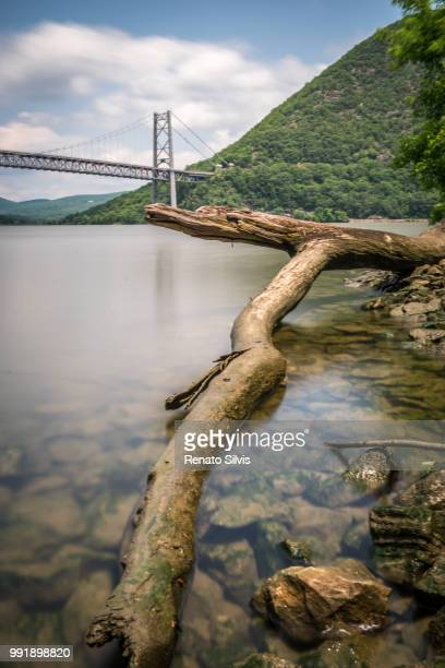 bear mountain bridge - bear mountain bridge stock pictures, royalty-free photos & images